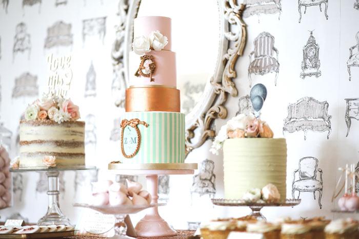 hochzeitsdeko-vintage-hochzeitsdekoration-hochzeitslocation-retro-tischdeko-hochzeit-hochzeitssaal-finder-deko-candybar-sweettable-suessigkeiten-bar-hochzeitstorte-naked-cake