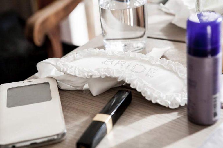 brauttasche-hochzeitstasche-must-have-notfallset-braut-dinge-fuer-handtasche-braut-hochzeit-brautstyling-brautaccessoire-brautkit-hochzeitssaal-finder-brautvorbereitung