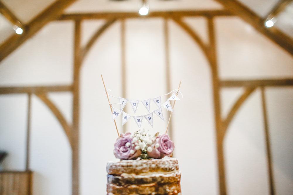 hochzeitslocation-scheune-hochzeitstrend-scheunenhochzeit--barn-wedding-hochzeitslocation-hochzeit-planen-hochzeitssaal-finder-hochzeitssaal-hochzeitskuchen-hochzeitstorte-torte